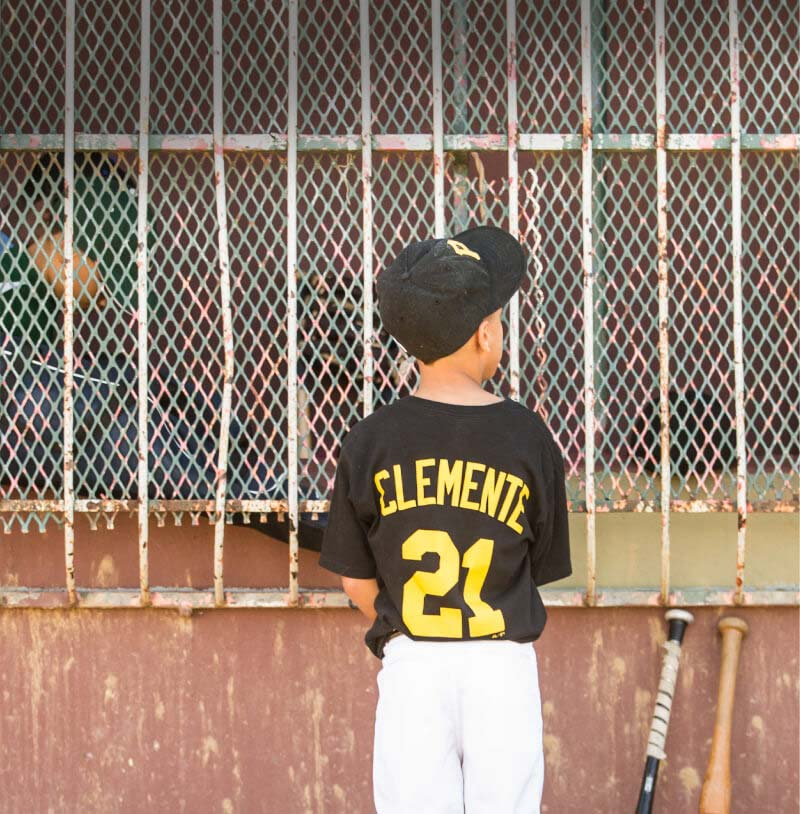 Roberto Vlemente Baseball Clinics